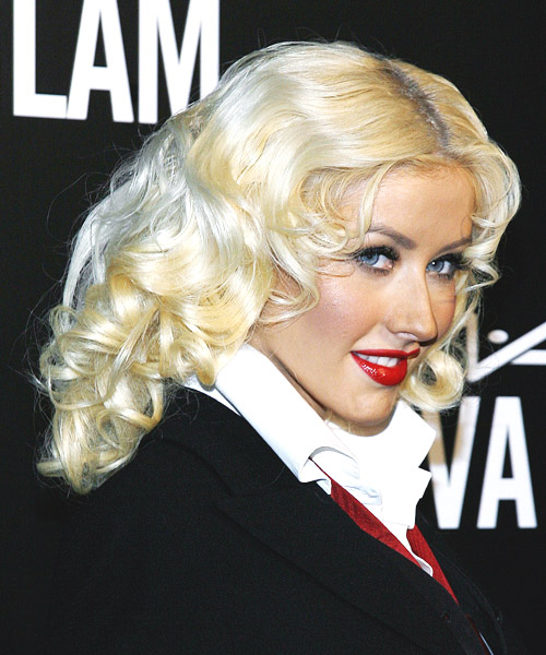 Christina Aguilera Long Wavy Hairstyle - side view 2