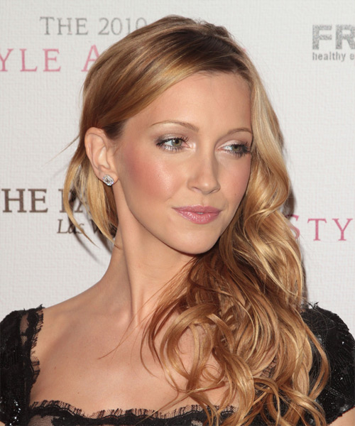 Katie Cassidy Long Wavy Casual Hairstyle - side on view