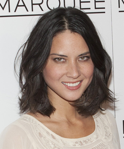 Olivia Munn Medium Wavy Hairstyle - side view 2