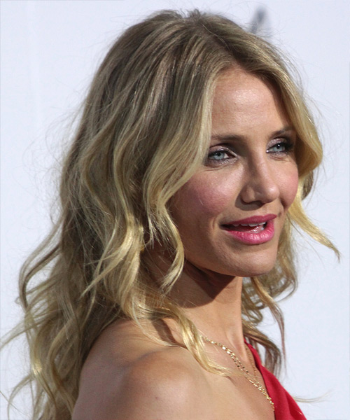 Cameron Diaz Medium Wavy Hairstyle - side view 2