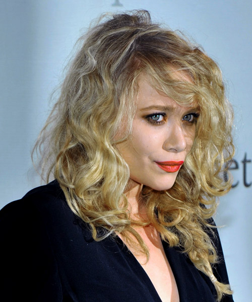 Mary Kate Olsen - Casual Long Curly Hairstyle - side view