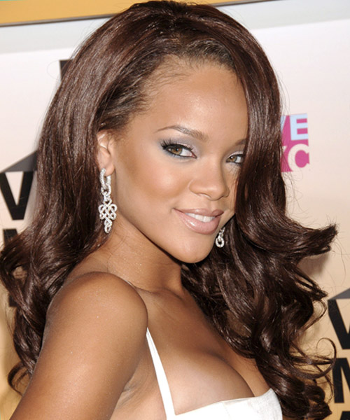 Rihanna Long Wavy Hairstyle - side view 2