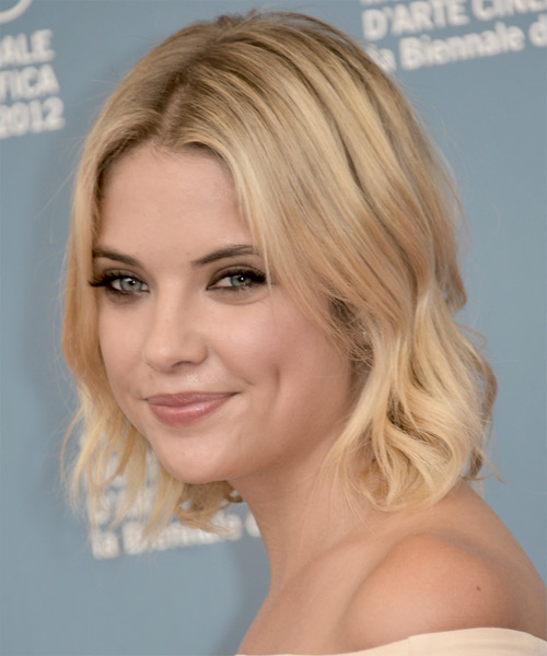 Ashley Benson Short Wavy Hairstyle - Light Blonde - side view