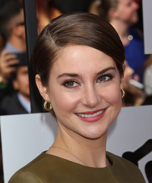 Shailene Woodley Short Straight Formal Hairstyle - Medium Brunette (Chocolate) Hair Color - side on view