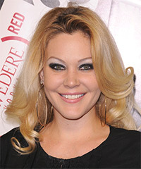 Shanna Moakler Hairstyle - click to view hairstyle information