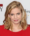 Anna Chlumsky Hairstyles
