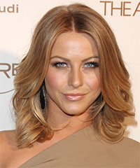 Julianne Hough - Wavy Bob