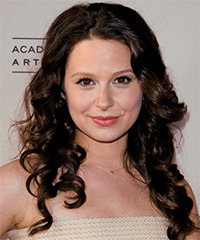 Katie Lowes Hairstyle - click to view hairstyle information