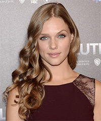 Tracy Spiridakos Hairstyle - click to view hairstyle information