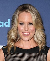 Jessica St Clair - Medium Wavy