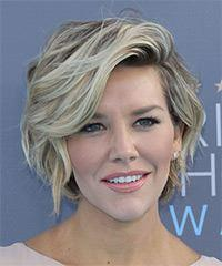 Charissa Thompson's Short Wavy Hairstyle With A Windblown Finish