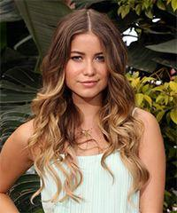 Sofia Reyes Long Wavy Hairstyle