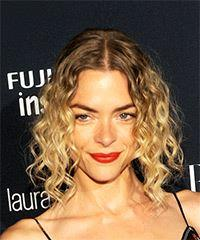 Jaime King Medium Curly Casual Bob Half Up - Medium Blonde