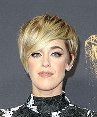 Lauren Morelli Short Straight Casual Pixie with Side Swept Bangs - Medium Blonde (Golden)