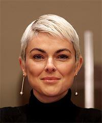 Serinda Swan Short Straight Casual Pixie with Layered Bangs - Light Blonde (Platinum)