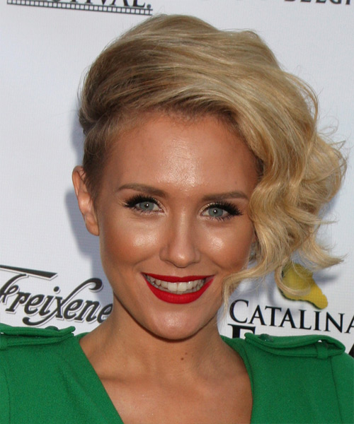 Nicky Whelan Short Wavy Blonde Hairstyle