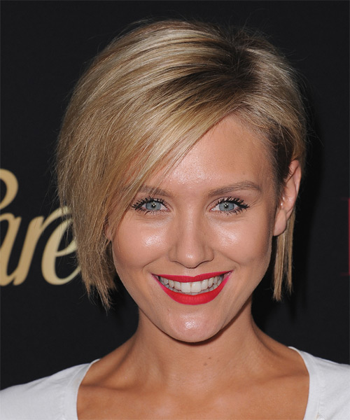 Nicky Whelan Medium Straight Casual Layered Bob  Hairstyle   -  Blonde Hair Color