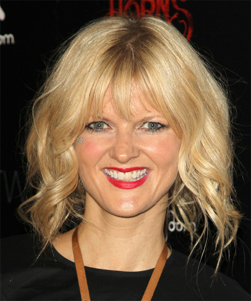 Arden Myrin Medium Wavy Casual   Hairstyle with Layered Bangs  - Medium Blonde (Golden)