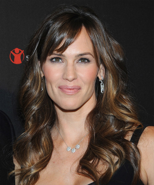 Jennifer Garner Long Wavy    Brunette   Hairstyle with Side Swept Bangs