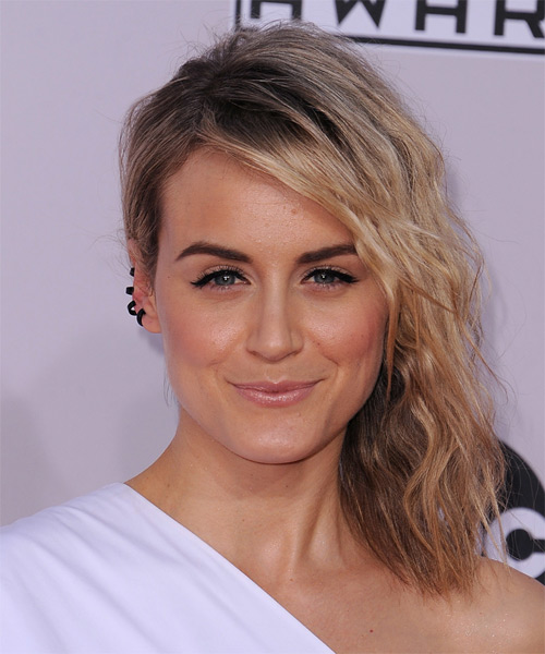 Taylor Schilling Medium Wavy Casual    Hairstyle   -  Blonde Hair Color