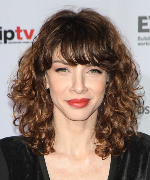 Romina Gaetani Medium Curly Casual Hairstyle Brunette Hair Color