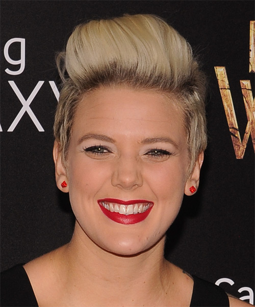 Betty Who Short Straight Casual   Hairstyle   - Medium Blonde