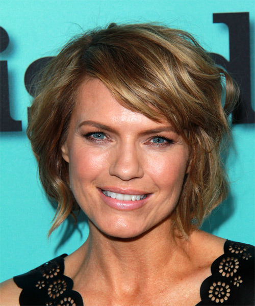 Kathleen Rose Perkins Short Straight Casual   Hairstyle with Side Swept Bangs  (Golden)