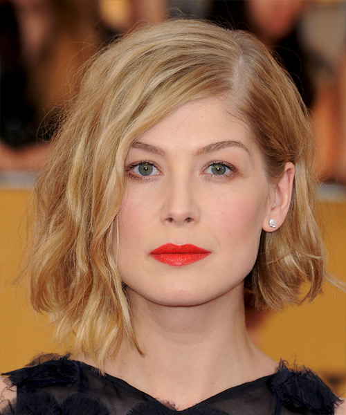Rosamund Pike Medium Wavy Casual   Hairstyle   - Medium Blonde