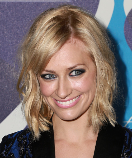 Beth Behrs Medium Wavy Casual   Hairstyle with Side Swept Bangs  - Light Blonde (Strawberry)