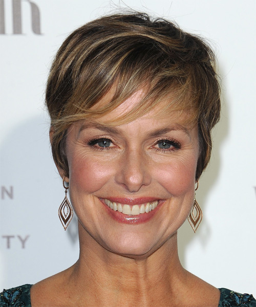 Melora Hardin Short Straight Formal    Hairstyle with Side Swept Bangs  - Dark Blonde Hair Color with Light Blonde Highlights