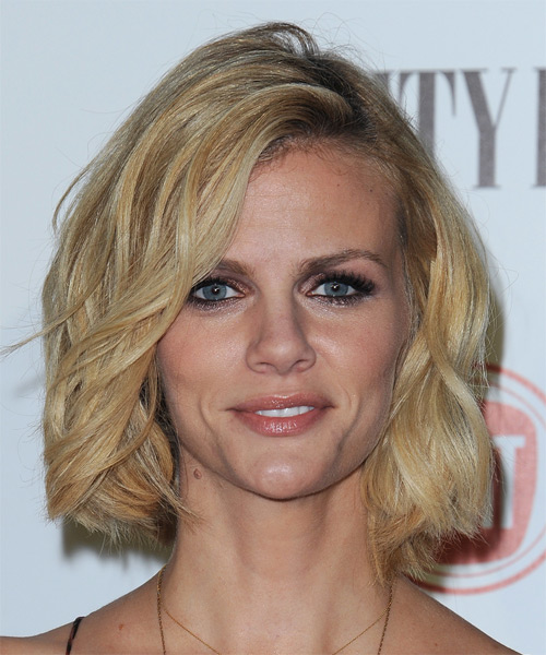 Brooklyn Decker Medium Wavy Casual Bob  Hairstyle   - Light Blonde (Golden)