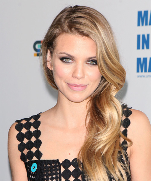 AnnaLynne McCord Long Wavy Blonde Hairstyle.