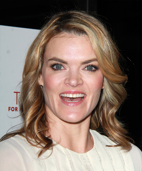 Missi Pyle Medium Wavy Casual   Hairstyle   - Dark Blonde