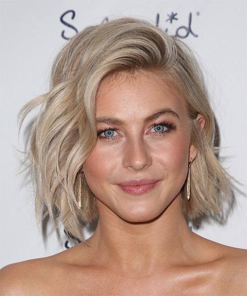 Julianne Hough Medium Wavy   Light Champagne Blonde   Hairstyle