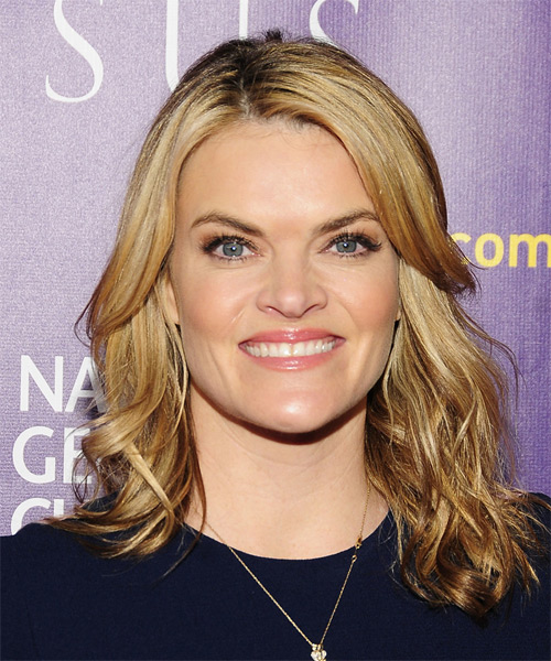 Missi Pyle Medium Wavy Casual   Hairstyle   - Dark Blonde (Golden)