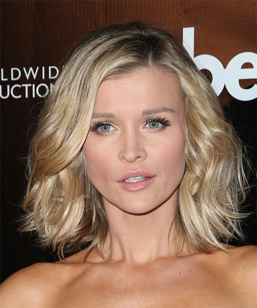 Joanna Krupa Medium Wavy Casual    Hairstyle   - Light Blonde Hair Color