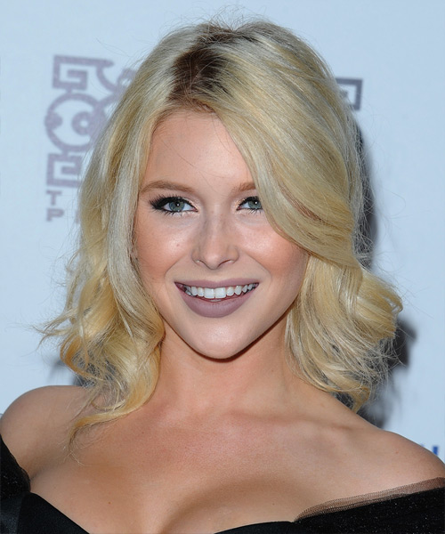 Renee Olstead Medium Wavy   Light Blonde   Hairstyle
