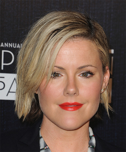 Kathleen Robertson Medium Straight Casual   Hairstyle   - Light Blonde