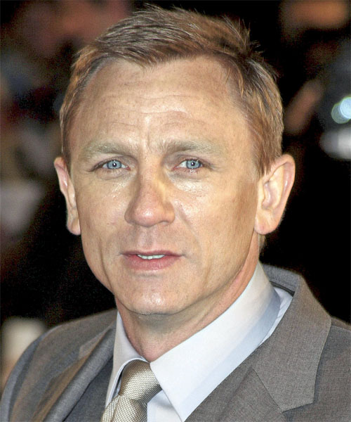 Daniel Craig slicked back side hair