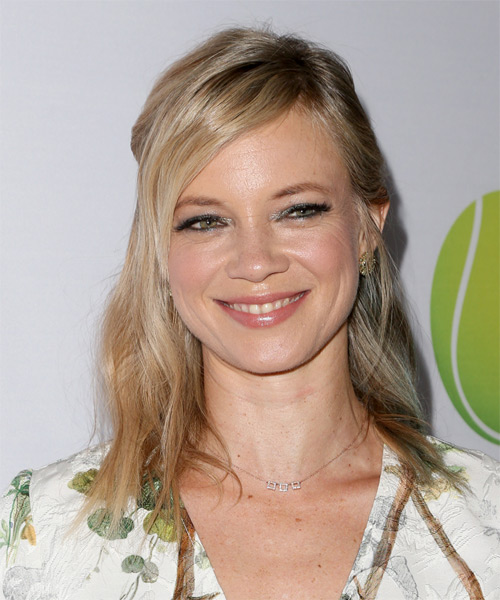 Amy Smart Medium Straight Casual Blonde Half Up Hairstyle with Side Swept Bangs
