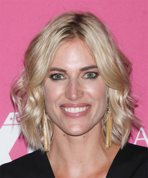 Kristen Taekman Medium Wavy Casual   Hairstyle   - Light Blonde