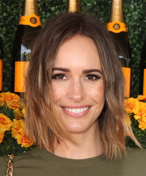 Louise Roe Medium Straight Casual    Hairstyle   - Medium Brunette and Dark Blonde Two-Tone Hair Color
