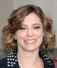 Rachel Bloom Short Wavy Casual Layered Bob  Hairstyle with Side Swept Bangs  -  Chestnut Brunette Hair Color with Dark Blonde Highlights