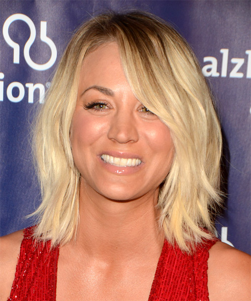 Kaley Cuoco Medium Straight Casual Layered Bob  Hairstyle with Side Swept Bangs  - Light Golden Blonde Hair Color