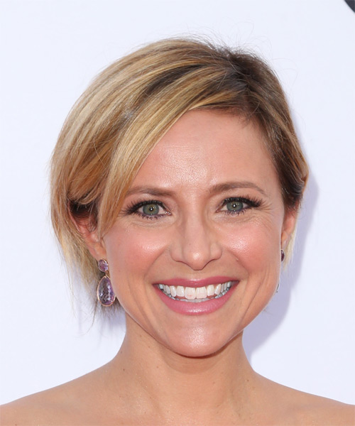 Christine Lakin Short Straight    Honey Blonde Bob  Haircut with Side Swept Bangs
