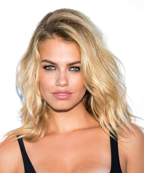 Hailey Clauson Medium Wavy Casual   Hairstyle   - Light Blonde (Golden)