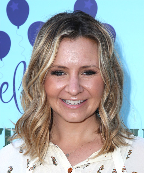 Beverley Mitchell Medium Wavy Casual  Bob  Hairstyle   - Medium Blonde Hair Color