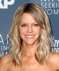 Kaitlin Olson Long Wavy   Light Ash Blonde   Hairstyle with Side Swept Bangs