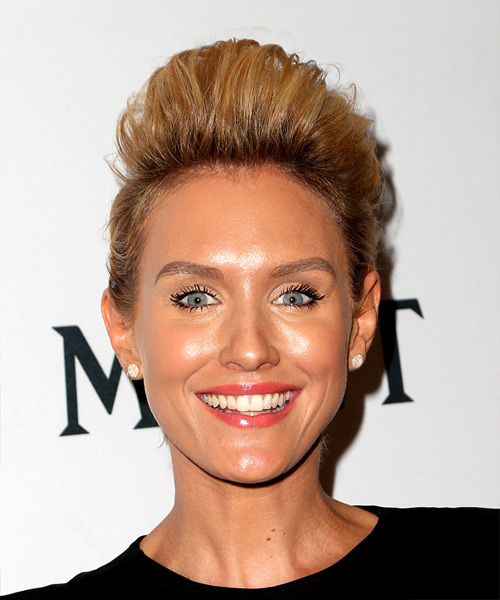 Nicky Whelan Eye-Catching Short Straight Casual Updo Hairstyle
