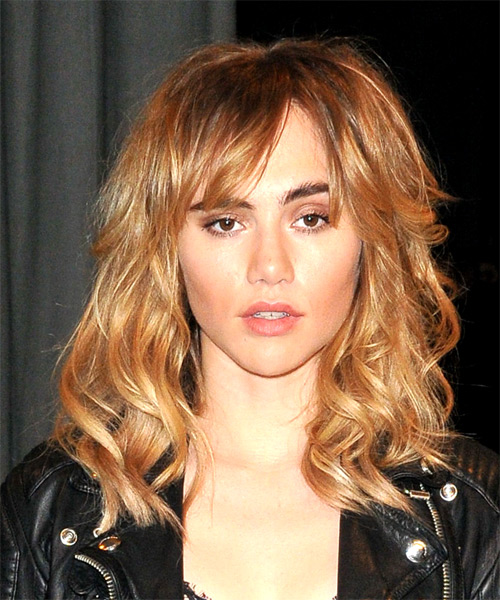 Suki Waterhouse Long Wavy Casual   Hairstyle with Layered Bangs  - Light Brunette